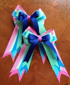 Show bows from BowdanglesShowBows on Etsy.